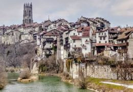 De jolies promenades en amoureux à Fribourg, Suisse.